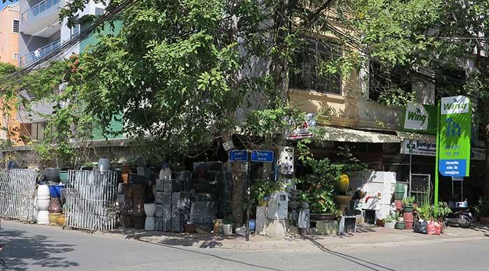 Chhor Vy Pottery shop Phnom Penh